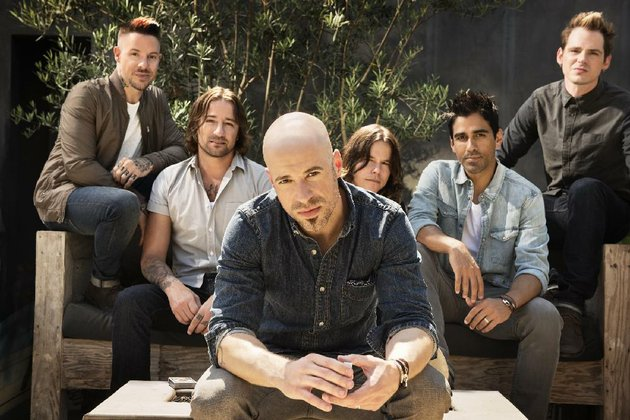 daughtry-is-fronted-by-lead-singer-chris-daughtry-center