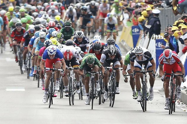 marcel-kittel-of-germany-second-from-right-sprints-toward-the-finish-line-ahead-of-norways-alexander-kristoff-far-right-and-frances-arnaud-demare-to-win-tuesdays-fourth-stage