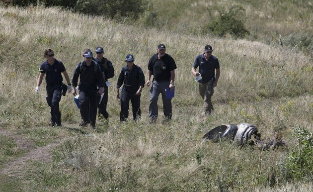 australian-experts-examine-the-area-of-the-malaysia-airlines-flight-17-plane-crash-in-the-village-of-hrabove-donetsk-region-eastern-ukraine-on-friday-aug-1-2014-the-head-of-the-dutch-led-international-team-investigating-the-malaysian-airline-flight-17-disaster-says-his-group-has-retrieved-additional-dna-samples-from-25-victims-at-a-mortuary-in-donetsk-in-eastern-ukraine