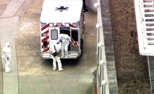 an-ambulance-arrives-saturday-at-emory-university-hospital-in-atlanta-with-dr-kent-brantly-right-brantly-who-was-infected-with-the-ebola-virus-in-africa-was-being-moved-to-what-officials-said-is-one-of-the-most-sophisticated-isolation-units-in-the-nation