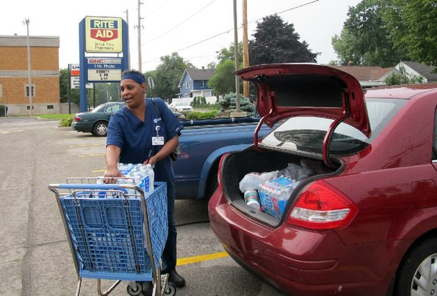 sharon-green-loads-bottled-water-into-her-car-she-bought-after-toledo-warned-residents-not-to-use-its-water-saturday-aug-2-2014-in-toledo-ohio-about-400000-people-in-and-around-ohios-fourth-largest-city-were-warned-not-to-drink-or-use-its-water-after-tests-revealed-the-presence-of-a-toxin-possibly-from-algae-on-lake-erie-ap-photo-john-seewer