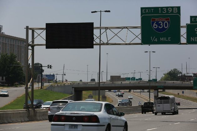 arkansas-democrat-gazetterick-mcfarland-080314-an-arkansas-highway-and-transportation-department-dynamic-message-sign-over-westbound-i-30-approaching-west-6th-st-in-little-rock-sunday-the-department-is-enlisting-a-consultant-to-develop-an-intelligent-transportation-system-to-improve-and-monitor-traffic-flow