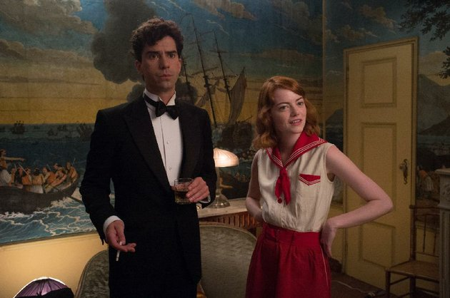 rich-bachelor-brice-catledge-hamish-linklater-is-smitten-with-the-apparently-clairvoyant-sophie-emma-stone-in-woody-allens-magic-in-the-moonlight