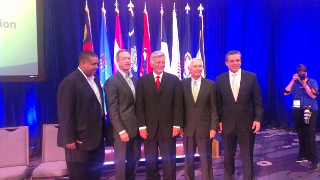 governors-stand-together-after-panel-discussion-on-medicaid-expansion