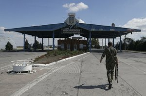 Russians aid rebels' drive to seize port