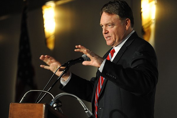 Former Arkansas football coach Houston Nutt speaks during a meeting of the Northwest Arkansas Touchdown Club Wednesday, Sept 3, 2014, at Mermaids restaurant in Fayetteville.