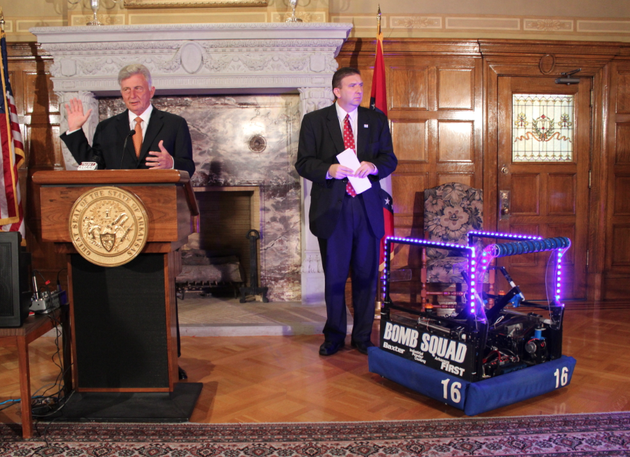 gov-mike-beebe-speaks-beside-a-mountain-home-high-school-robot-while-announcing-a-high-school-robotics-competition-set-to-come-to-little-rock-next-year