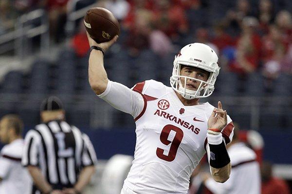 Razorbacks report: Arkansas quarterback Rafe Peavey transfers to SMU