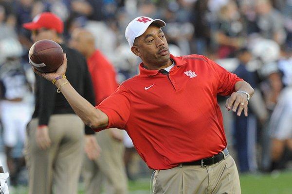 Arkansas hires Hargreaves to coach linebackers