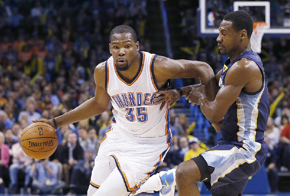 Oklahoma City Thunder forward Kevin Durant (35) drives ...