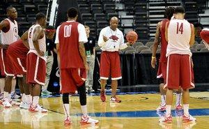 NCAA hogs practice_0...