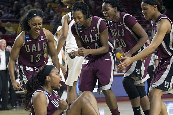 UALR's Kaitlyn Pratt (40) reacts after drawing a charge ...