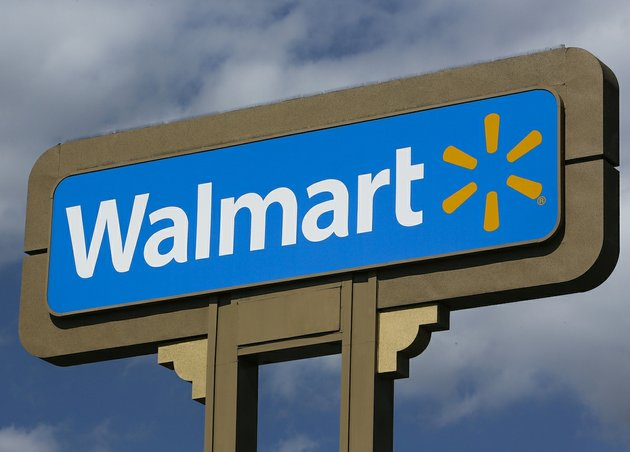 Wal-Mart to offer Cyber Monday deals Sunday as it chases Amazon