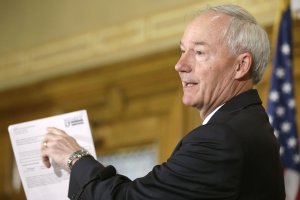 Hutchinson suspends Medicaid terminations for 2 weeks