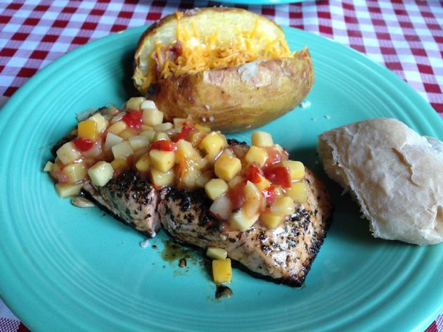 surf-at-fresh-an-urban-eatery-is-a-4-or-8-ounce-salmon-plank-topped-with-mango-salsa-plus-a-baked-potato-and-an-artisanal-roll