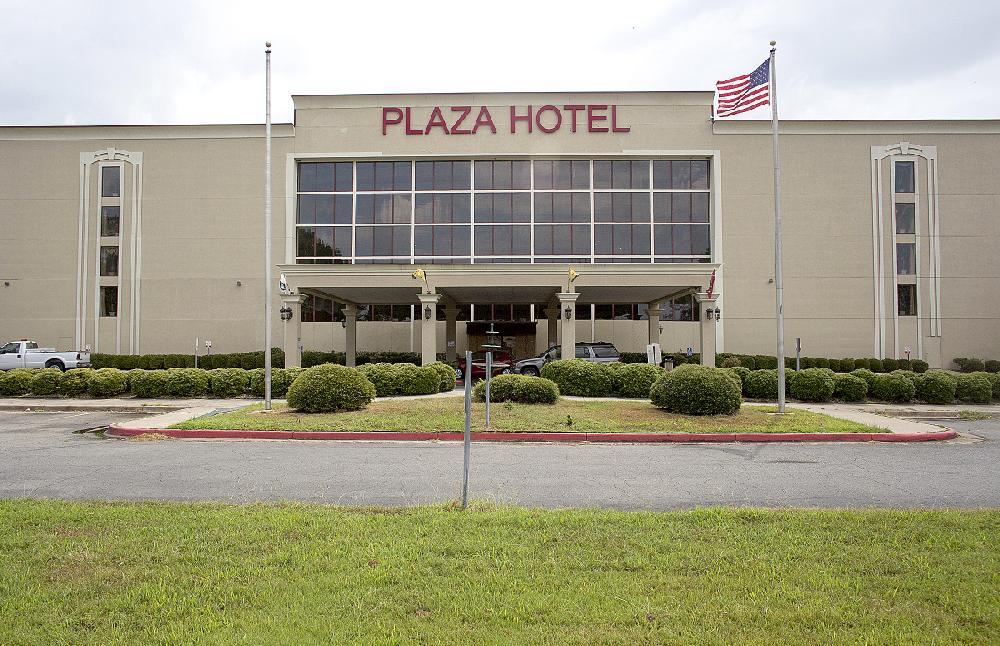 Pine Bluff mayor pulls plan for hotel
