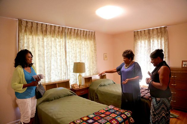 mary-hardin-center-gives-a-tour-of-the-home-of-daisy-gatson-bates-on-wednesday-to-guests-delores-paul-left-of-little-rock-and-charleszella-mikel-of-jackson-miss