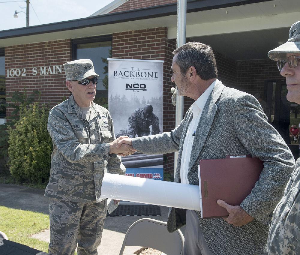 Berryville Mayor Tim Mckinney Right Thanks Maj Gen