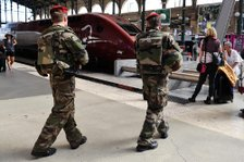 French soldiers patrol ...