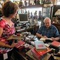Lynn Golbeck of Bella Vista talks with Ken Wagner, owner of Ken's Auction, Friday, Sept. 4, 2015 abo...