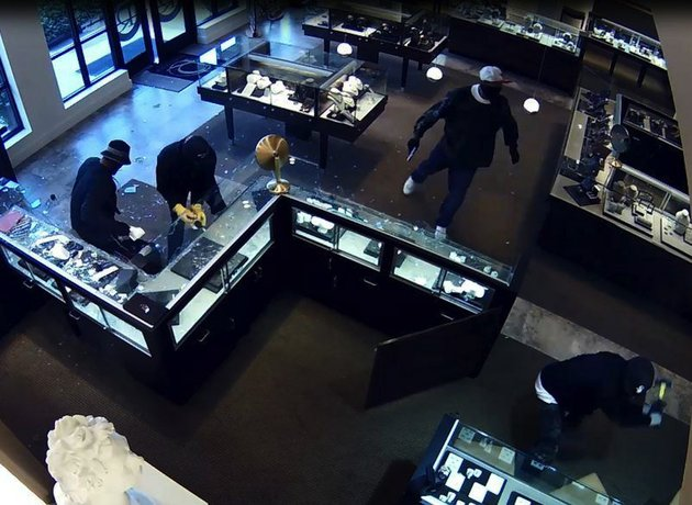 surveillance-video-from-the-scene-of-an-armed-robbery-tuesday-sept-22-2015-at-robersons-fine-jewelry-in-little-rock-shows-four-of-the-five-men-connected-to-the-crime