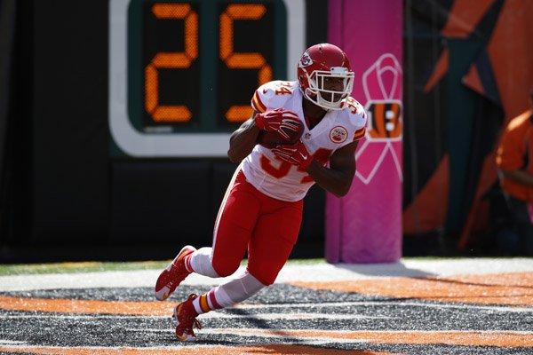 Kansas City Chiefs running back Knile Davis (34) returns a kickoff in the first half of an NFL football game against the Cincinnati Bengals, Sunday, Oct. 4, 2015, in Cincinnati. (AP Photo/Paul Sancya)