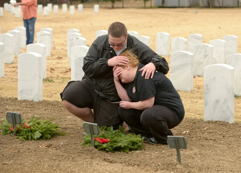 Children See Living Tribute In Wreath Laying Event In