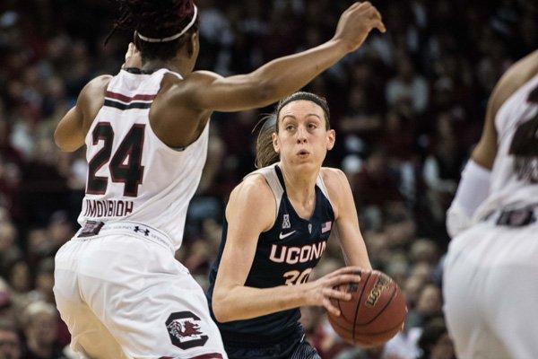 WholeHogSports - UConn beats South Carolina in 1-2 showdown