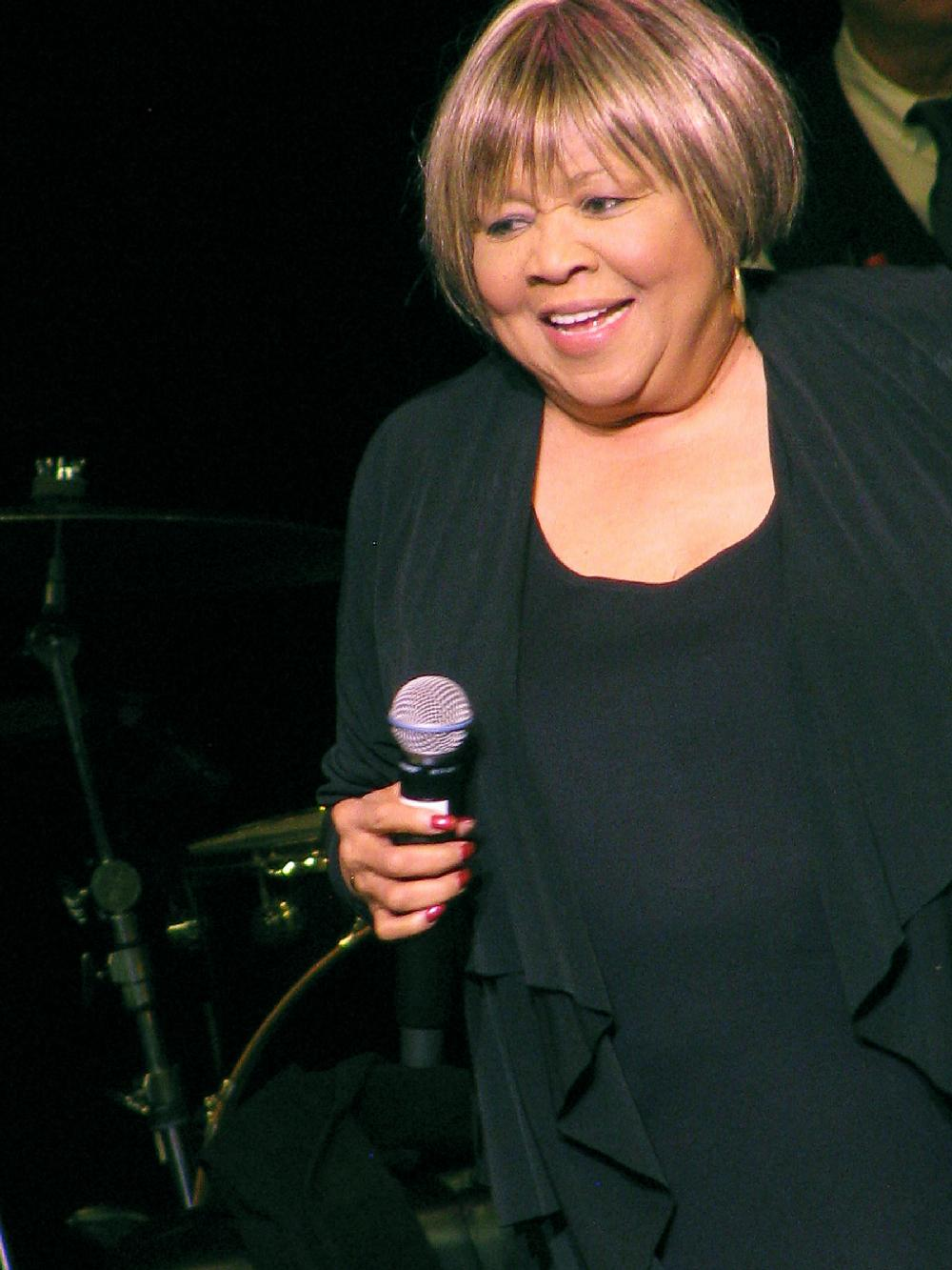 Mavis staples performs at fayetteville s walton arts for Lowe s fayetteville ar