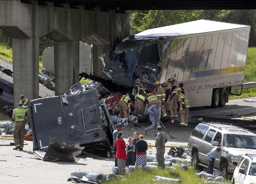 PHOTOS: Big-rig wreck shuts I-40 in North Little Rock for hours