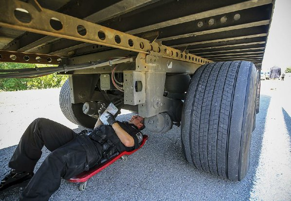 Tractor Trailer Rings : Big rigs drivers put through annual safety look nwadg