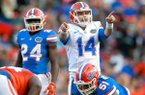Florida quarterback Luke Del Rio points out defenders during the Orange and Blue Debut Spring Game at Ben Hill Griffin Stadium on Friday, April 8, 2016 in Gainesville, Fla. (Matt Stamey/The Gainesville Sun via AP)