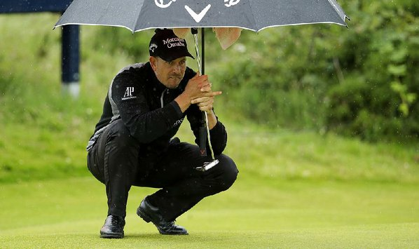 Stenson leads British Open, with Mickelson a shot back