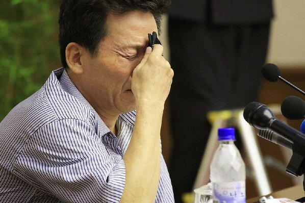 Angry mob pelts South Korean prime minister