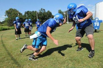 Decatur Bulldogs run ...