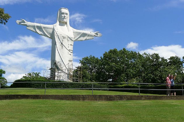 the-christ-of-the-ozarks-statue-near-eureka-springs-resembles-the-statue-at-rio-de-janeiro-but-the-arms-on-the-brazilian-jesus-have-a-27-foot-longer-reach
