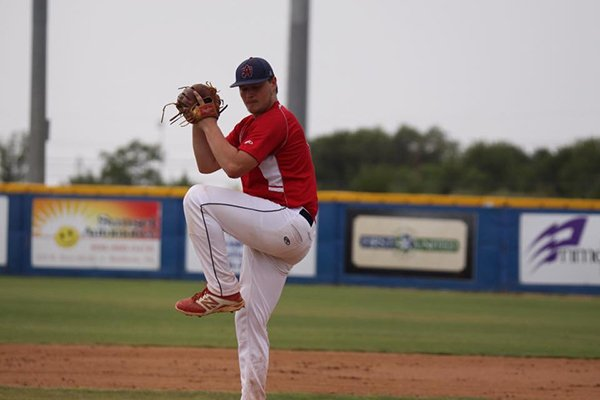 Horatio pitcher Wade Beasley throws during a 2016 game.