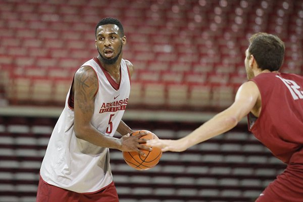 arkansas-arlando-cook-goes-through-practice-wednesday-oct-5-2016-at-bud-walton-arena-in-fayetteville