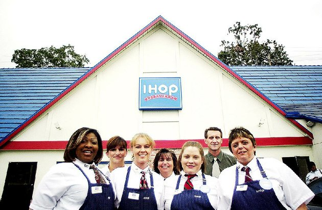 employees-pose-in-front-of-the-ihop-at-west-markham-street-and-university-avenue-in-little-rock-in-2003-the-building-was-demolished-this-week-to-make-way-for-a-new-one