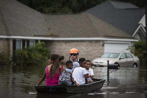 Weakening Hurrican Matthew kills four in Florida