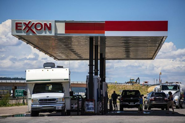 Exxon Mobil quarterly profit drops by $1.59 billion