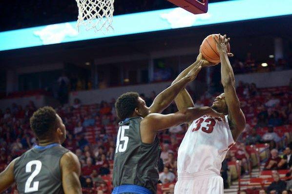 Hannahs leads Arkansas 3-point barrage in 90-65 win over SIU