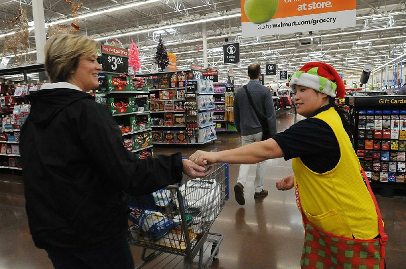 Holiday Shoppers Helper >> Wal Mart Using Holiday Helpers