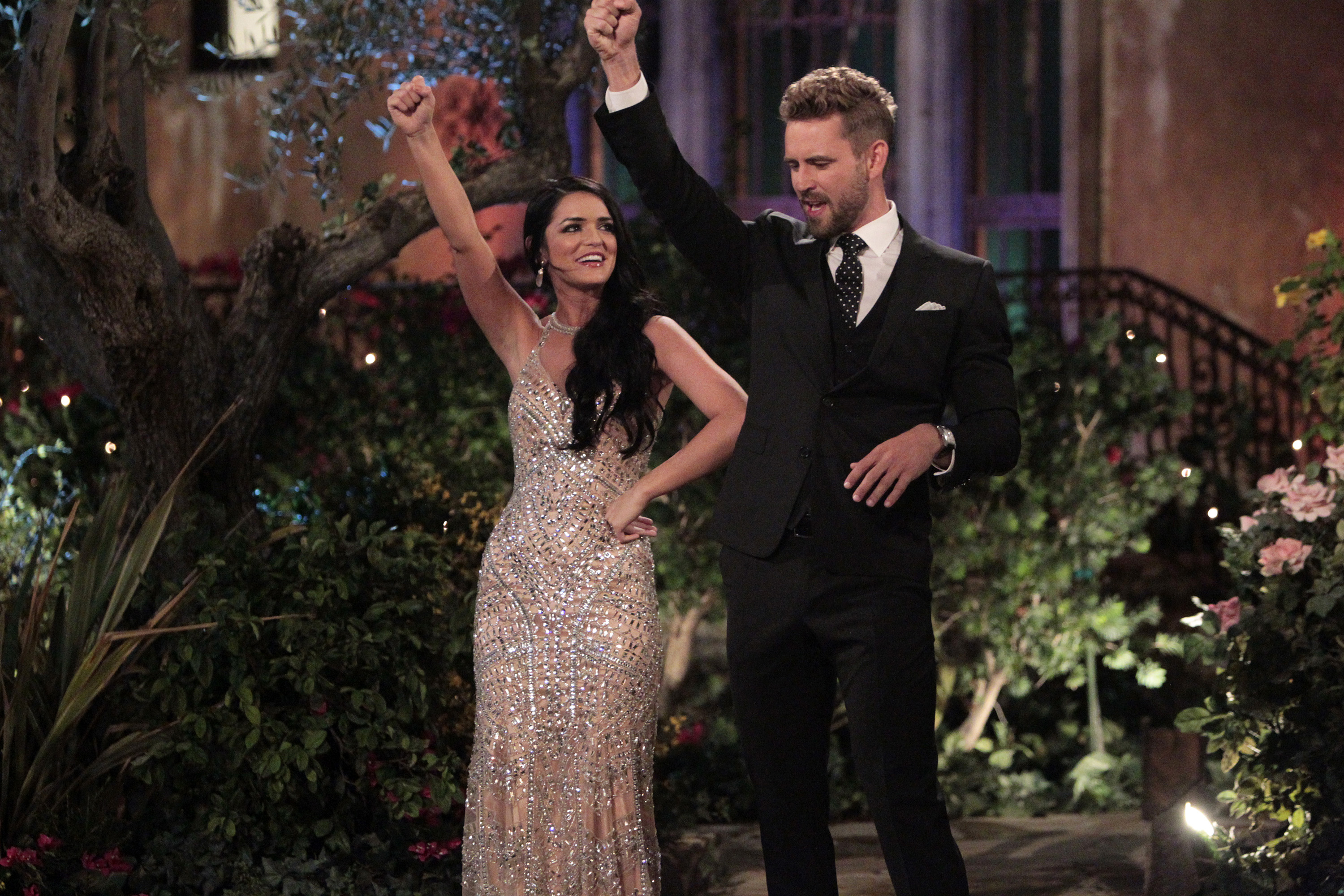 Arkansan Dons A Wedding Dress Makes It Through Another Round On ABCs The Bachelor