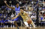 Vanderbilt guard Payton Willis (1) drives against Kentucky guard De'Aaron Fox (0) in the second half of an NCAA college basketball game Tuesday, Jan. 10, 2017, in Nashville, Tenn. Kentucky won 87-81. (AP Photo/Mark Humphrey)
