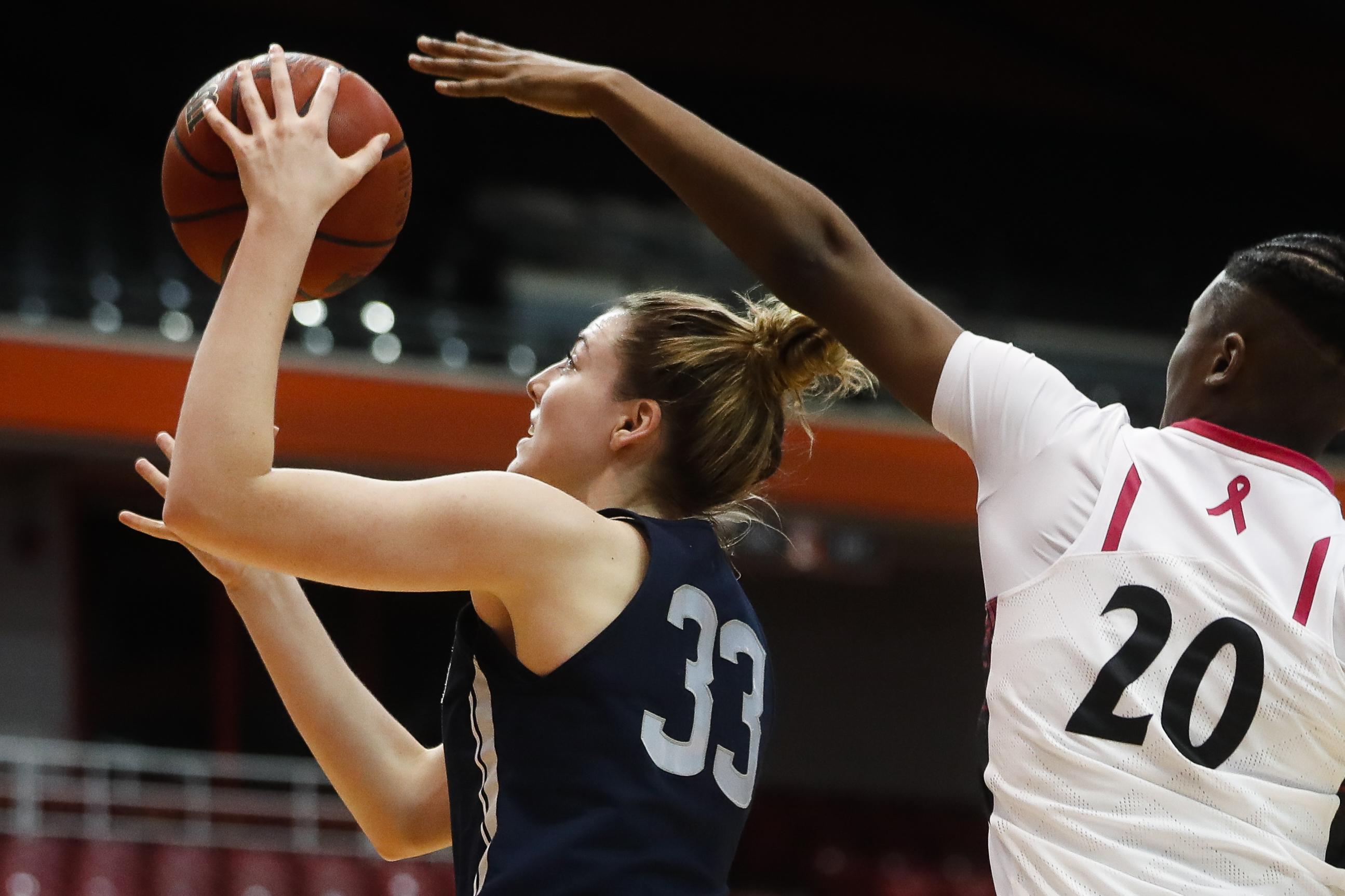 Connecticut's Katie Lou Samuelson (33) shoots against ...