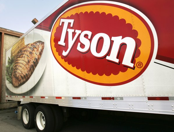 Tyson Foods cutting jobs, boosts fiscal 2017 guidance