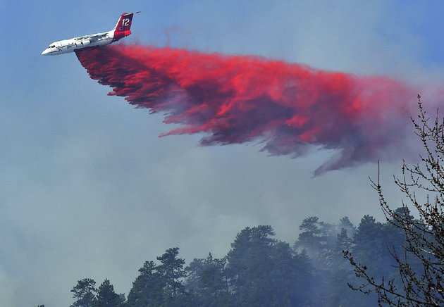 an-air-tanker-plane-drops-retardant-on-a-wildfi-re-west-of-boulder-colo-on-sunday