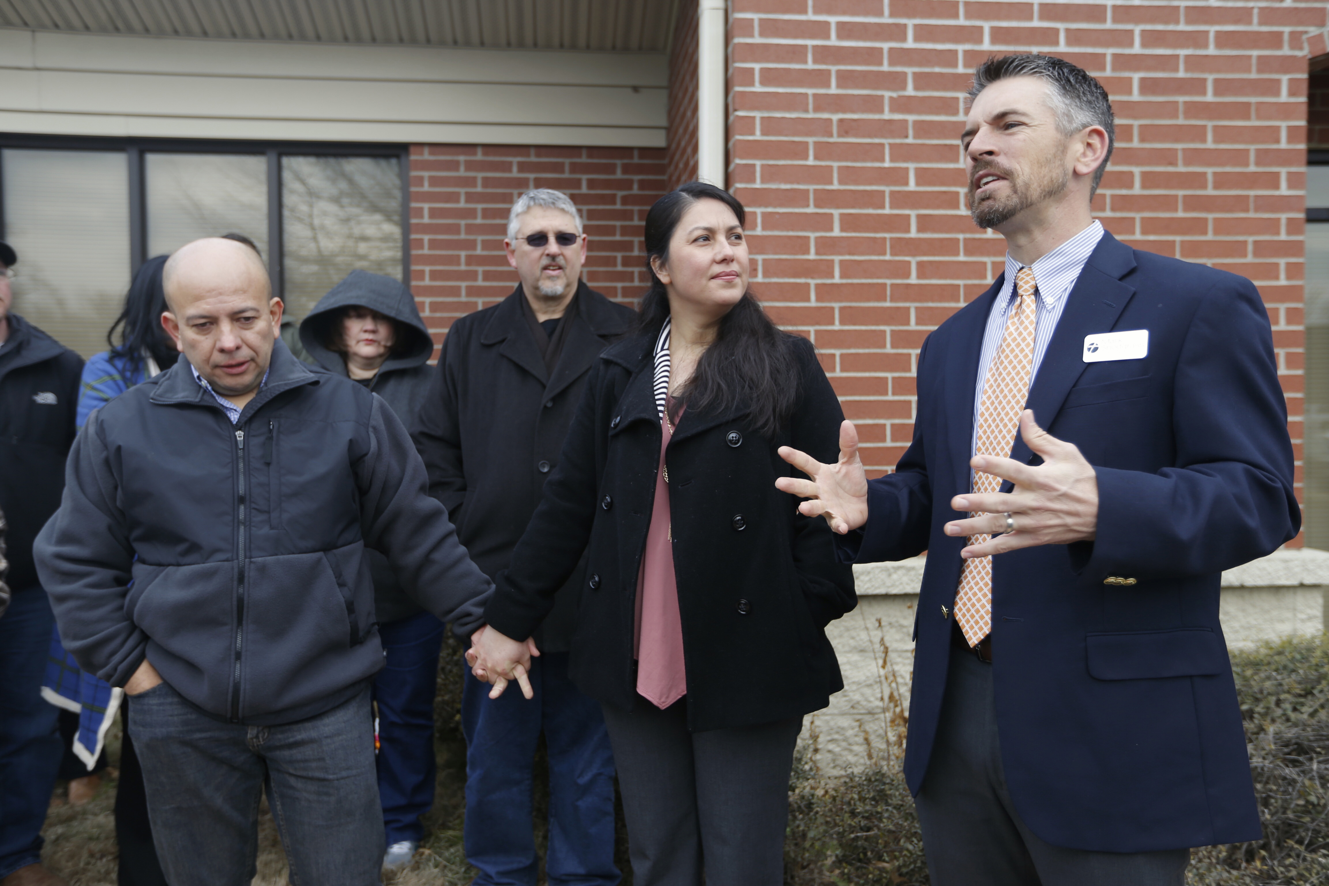 U S Immigration And Customs Enforcement  >> Jose and Amanda Aristondo hold hands and listen as Pastor ...