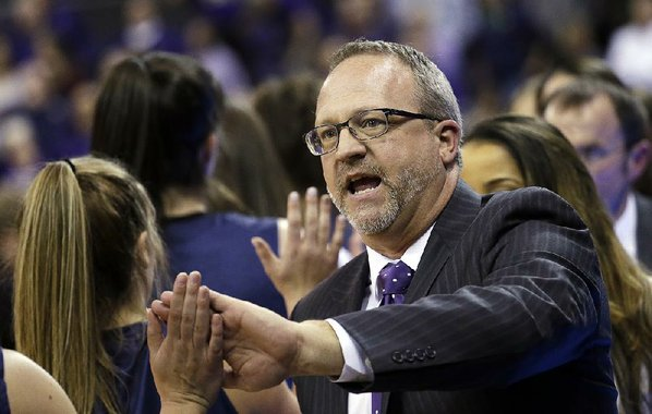 Husky women's coach Mike Neighbors leaving for Arkansas